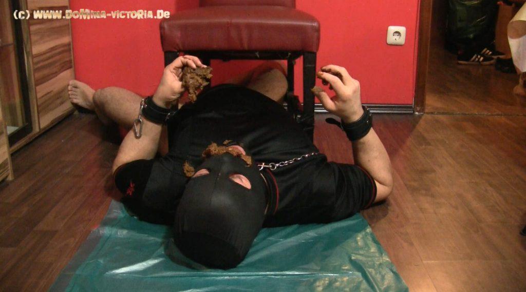 Domina Victoria - Sklave Angeschissen Von Drei Kamerapositionen [Slave Shitting By Three Camera Positions]-4