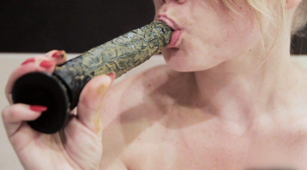 Closeup Shit Lick And Blow Shitty Dildo - Alisea - 5