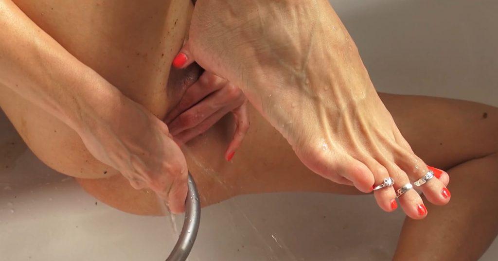 Red Brown Panties in Full HD 1080p - Qu33nSn@ke - 6