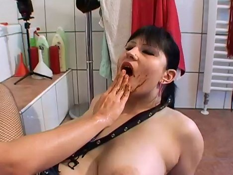Kotzgirl - Isabelle and Louise Hunter - Screen 4