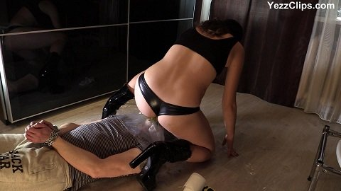 Miranda sits on the slave's face full of shit (FULL-HD 1080p) Picture 3