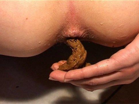 Excrement Masturbation With Lavina (Rare Scat Solo) - Image 4