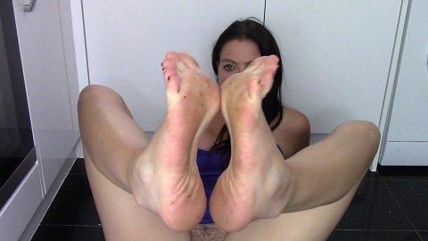 Scat feet